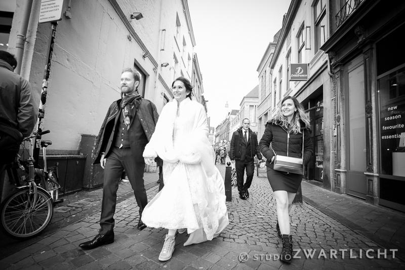 zwart-wit bruidspaar in maastricht