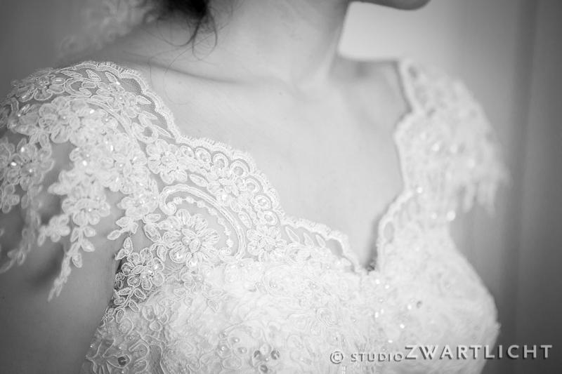 zwart-wit detail trouwjurk