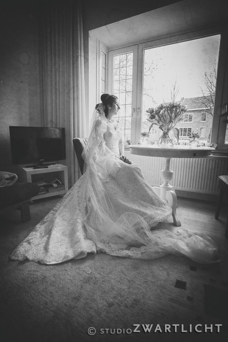 zwart-wit overpeinzing bruid