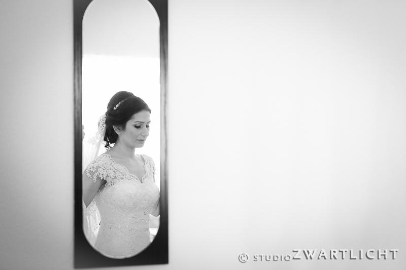 zwart-wit reflectie bruid