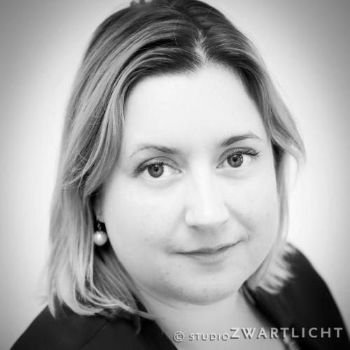 zwart-wit portret jonge vrouw3